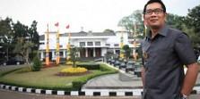 Berpakaian Sopan, Syarat Berwisata di Rumah Dinas Ridwan Kamil