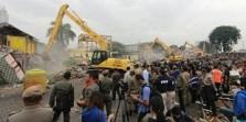 Kafe Milik Daeng Azis , Bangunan Pertama Yang di Hancurkan
