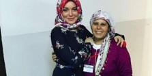 OMG!!! Lindsay Lohan Dipaksa Copot Jilbab di Bandara